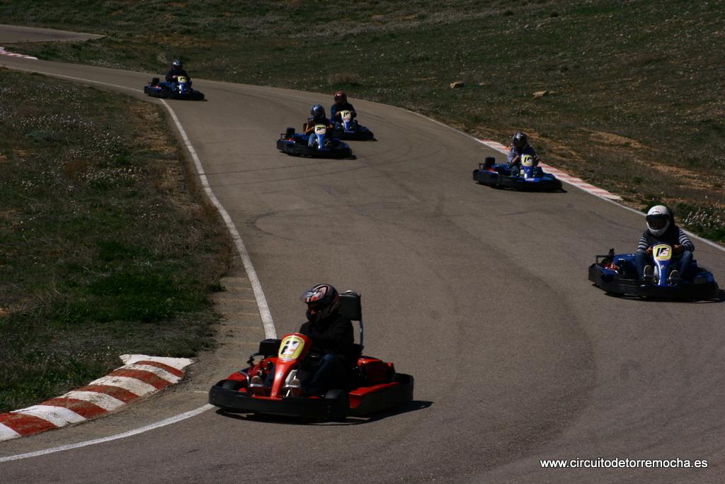 Circuito Zaragoza : Circuito karts y paintball en teruel de